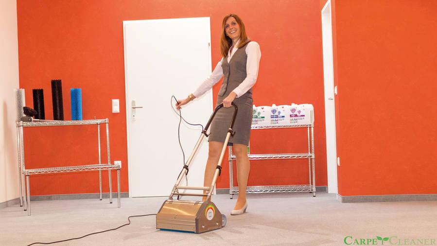 Arbeiten mit der Teppichreinigungsmaschine CRB PRO